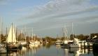 Blick in den Vareler Hafen mit Sportbooten