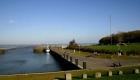 Dangaster Hafen mit Oldtimer-Roller